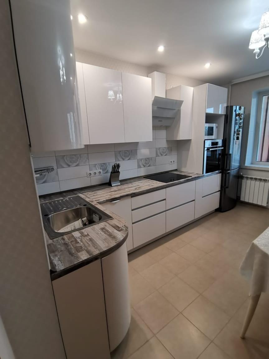 Белый кухонный гарнитур-Кухня МДФ в ПВХ «Модель 574»-фото1